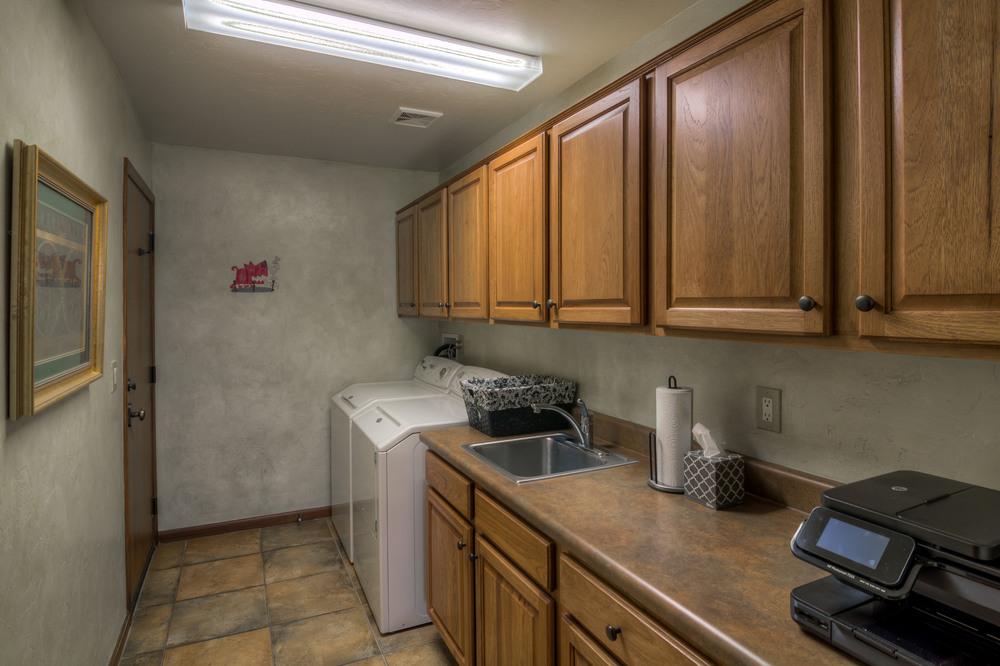 35 Laundry Room.jpg