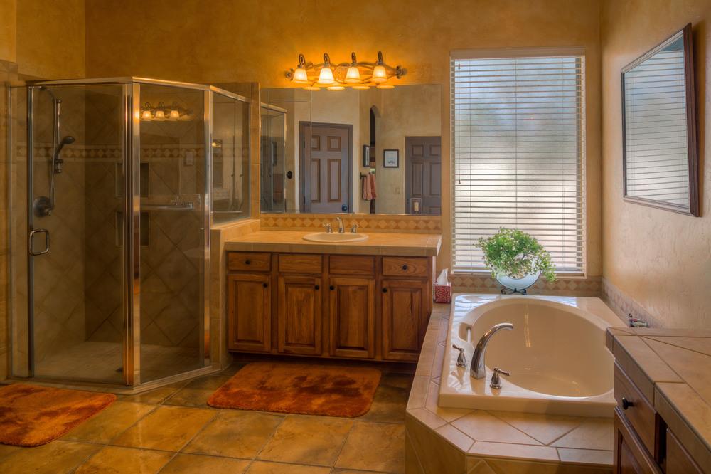 43 Master Bath photo b.jpg