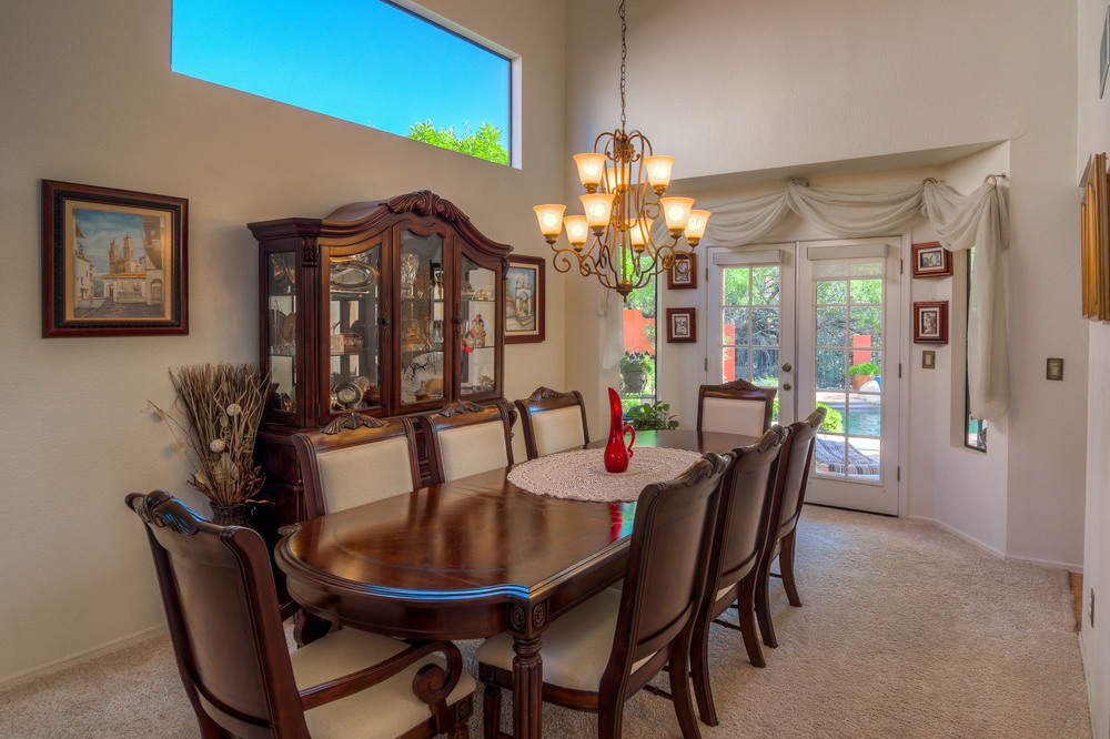 12 Dining Room photo e.jpg