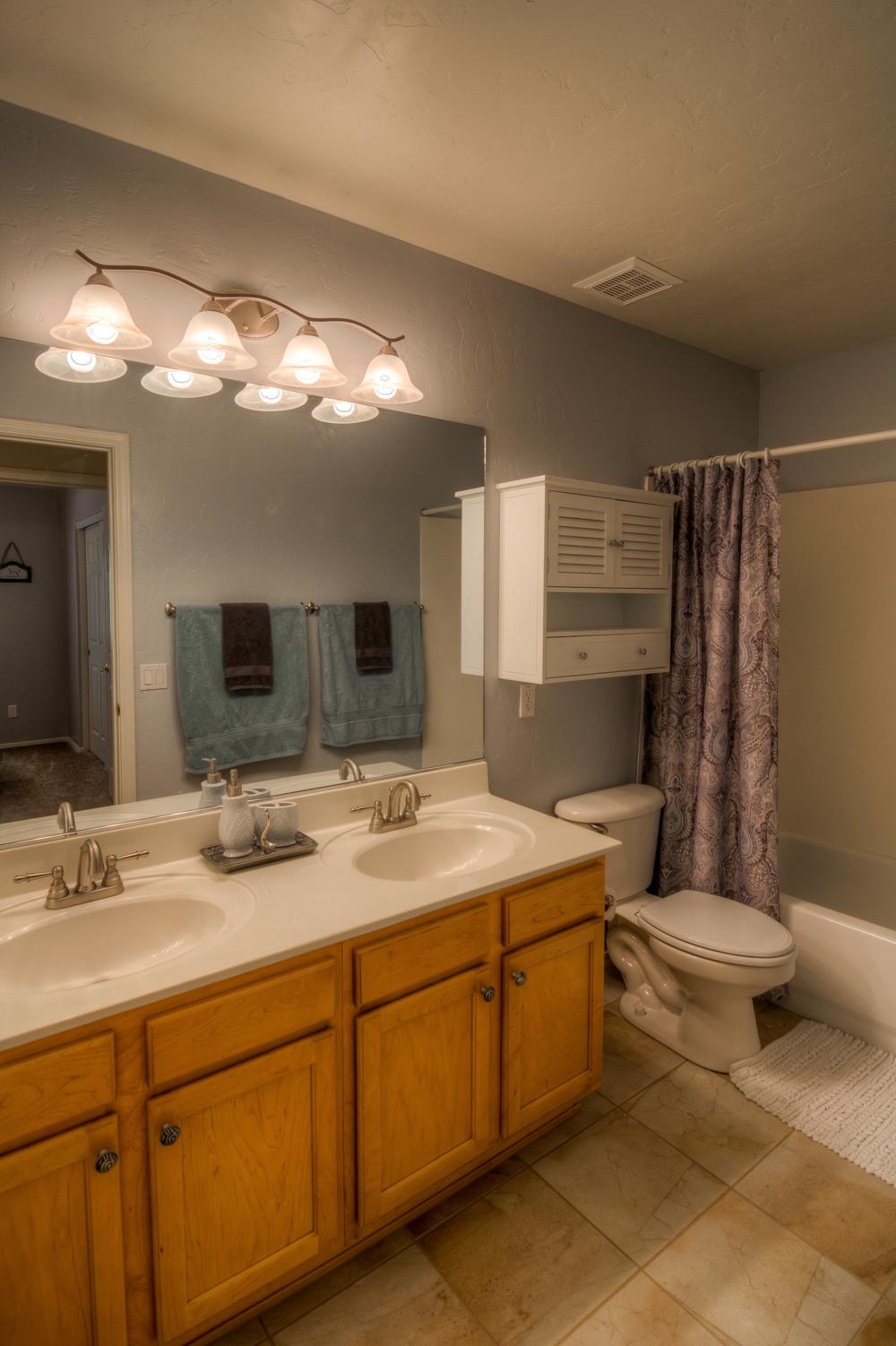 21 Bathroom photo a.jpg