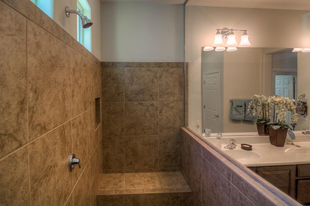 29 Master Bath photo c.jpg