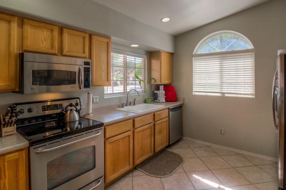 15 Kitchen photo b.jpg
