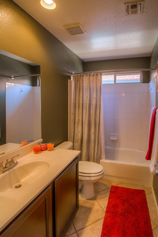 26 Bathroom photo b.jpg