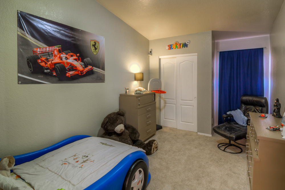 27 Bedroomm 1 photo a.jpg