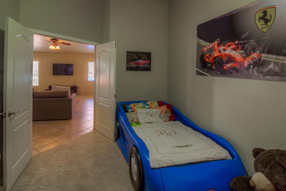 28 Bedroomm 1 photo b.jpg