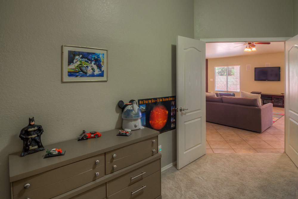29 Bedroomm 1 photo c.jpg
