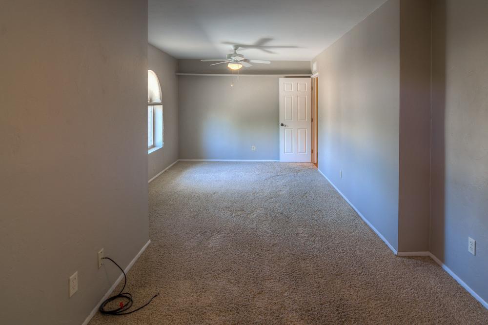33 Bedroom 2 photo d.jpg