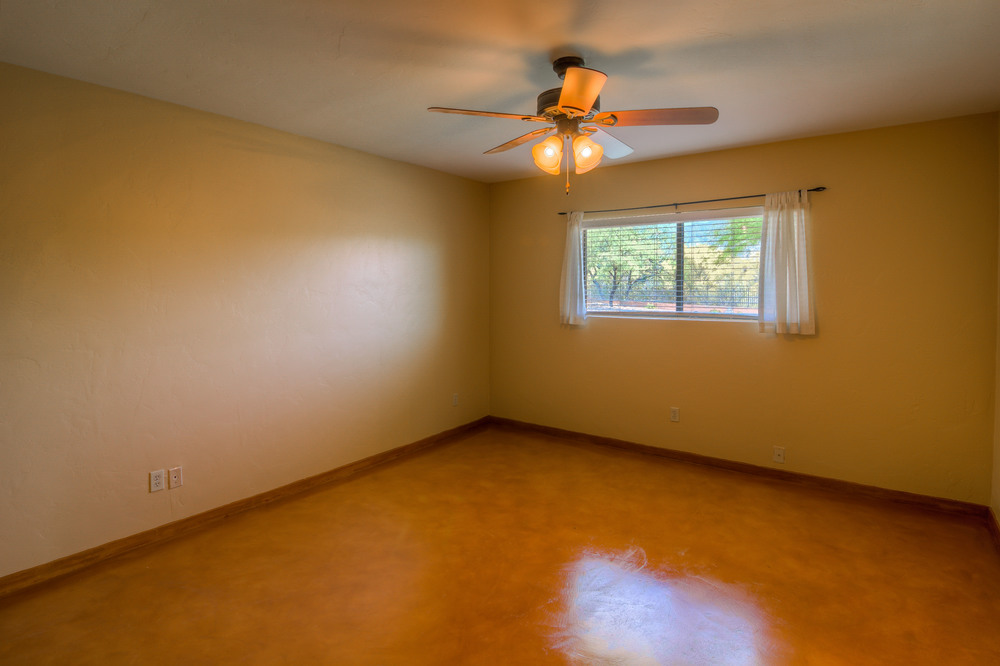 38 Master Bedroom photo c.jpg