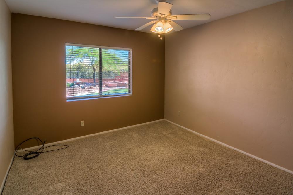 46 Bedroom 3 photo d.jpg