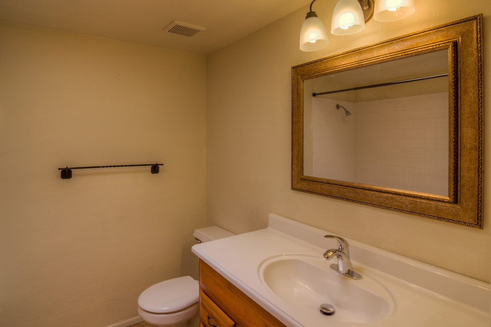 36 Upstaris Bathroom photo a.jpg