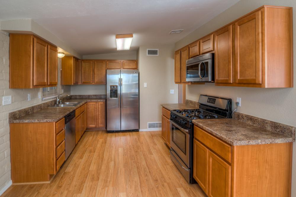14 Kitchen photo d.jpg