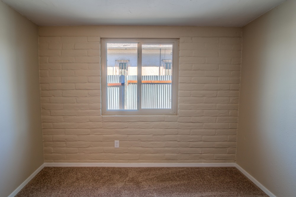 16 Bedroom 1 photo b.jpg