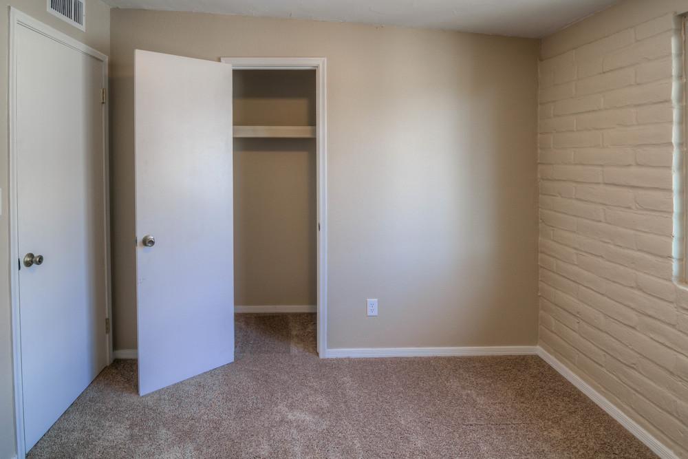 18 Bedroom 1 photo d.jpg