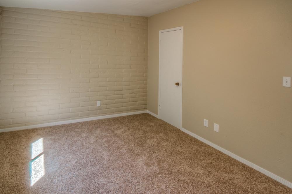 34 Master Bedroom photo f.jpg