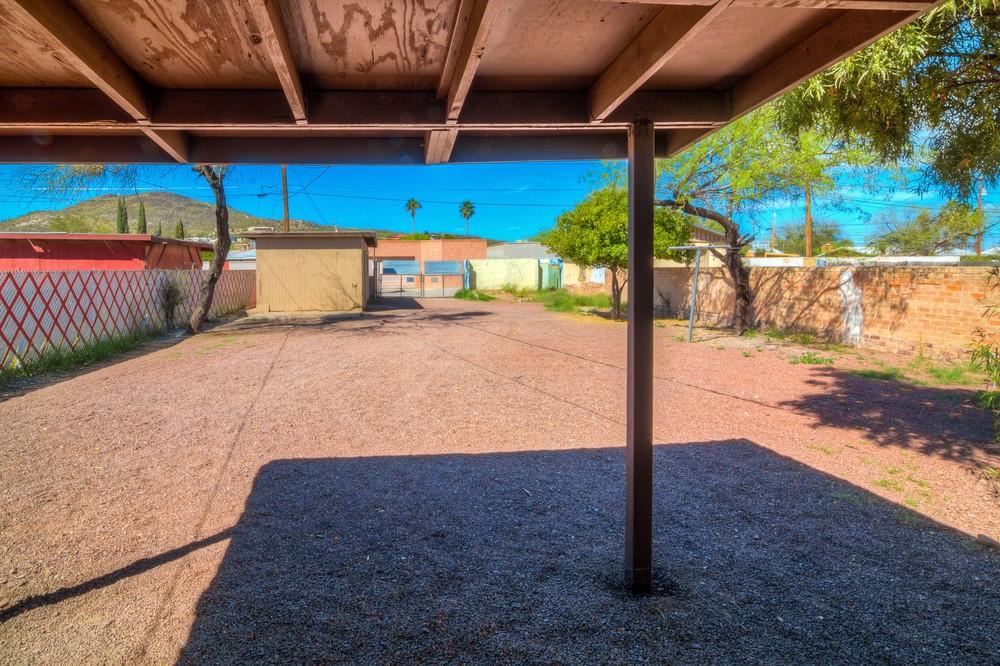 38 Backyard photo b.jpg