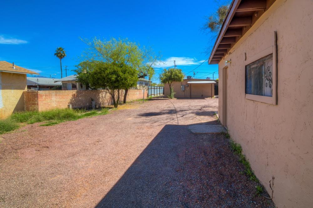 41 Backyard photo e.jpg