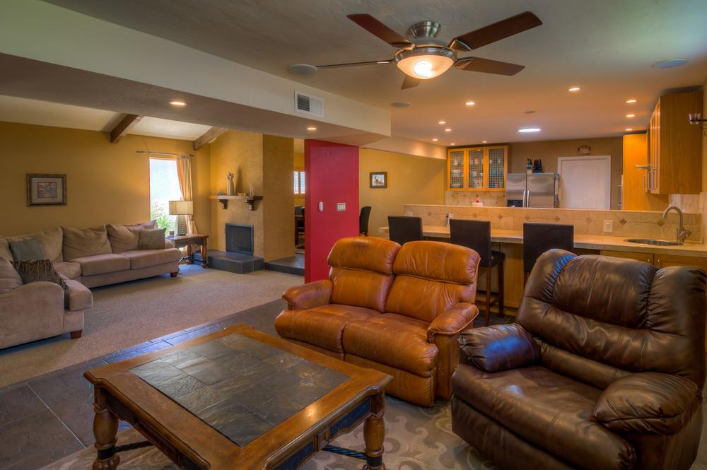 23 Family Room photo d.jpg