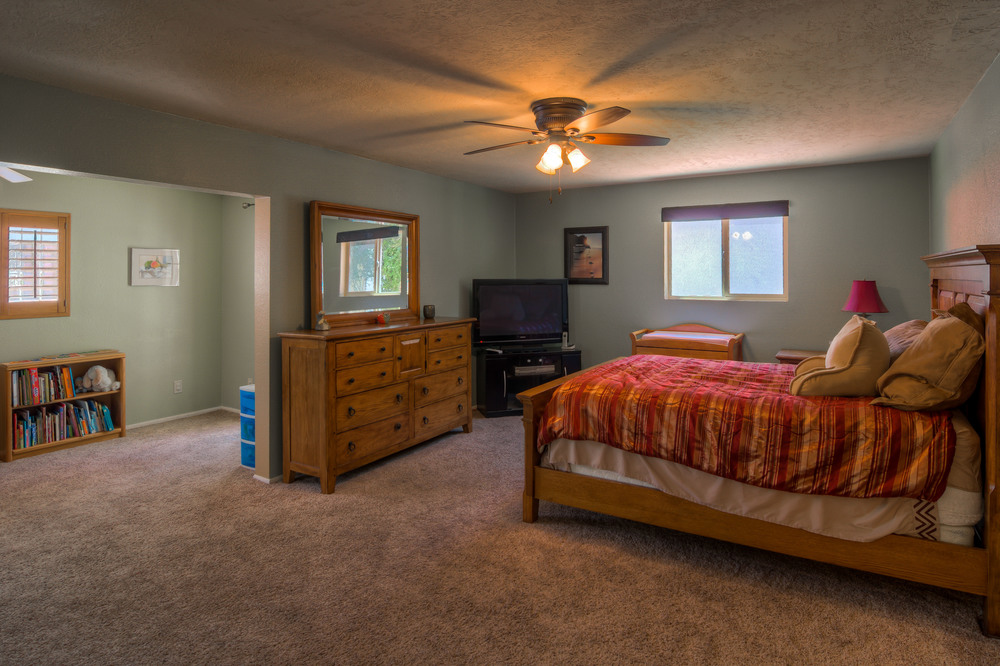 31 Master Bedroom photo f.jpg