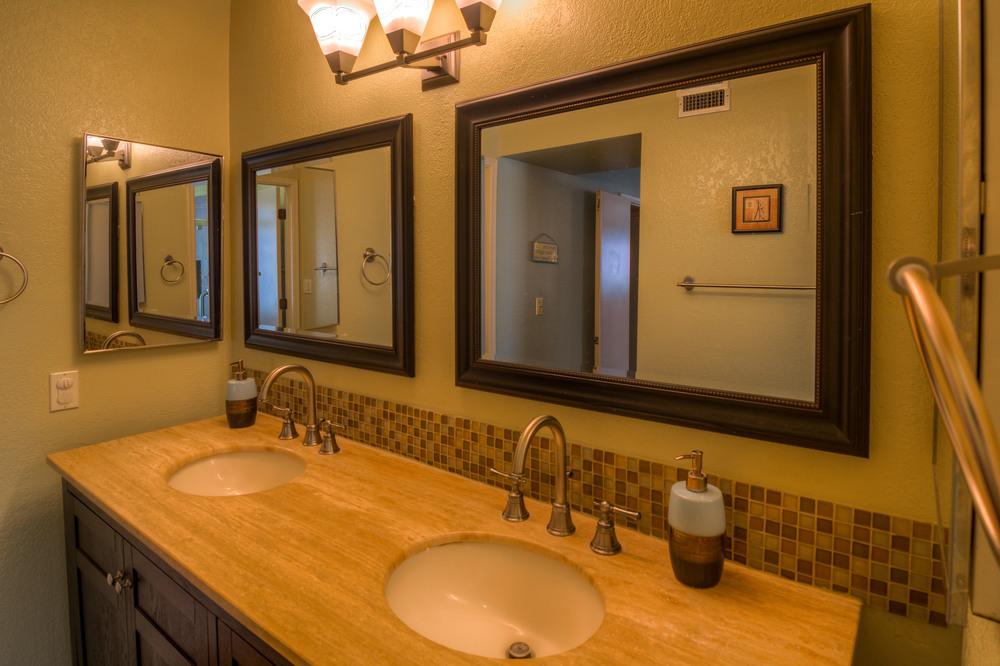34 Master Bath photo b.jpg