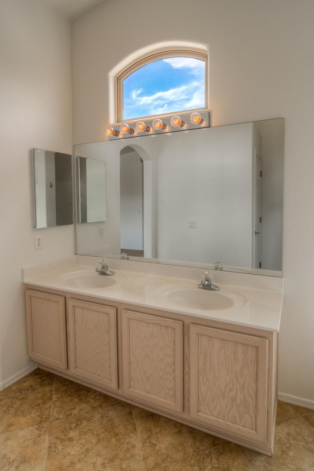27 Master Bath photo b.jpg