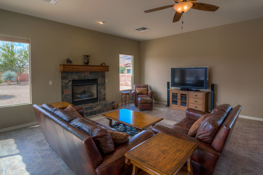19 Family Room photo g.jpg