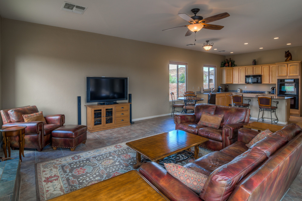 18 Family Room photo f.jpg