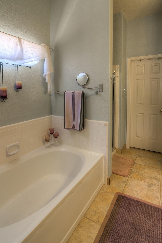 18 Master Bath photo b.jpg
