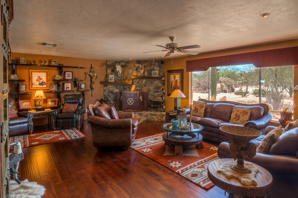 10 Living Room photo a.jpg