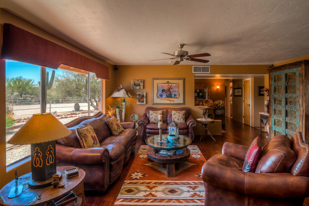 13 Living Room photo d.jpg