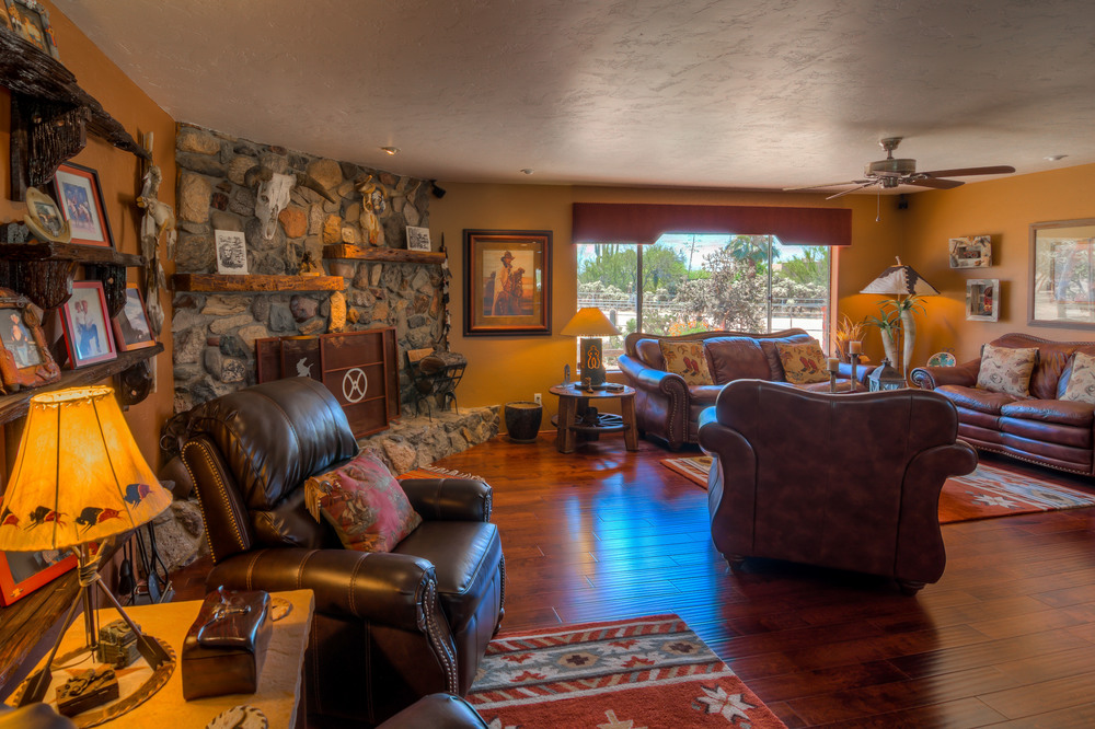 14 Living Room photo e.jpg