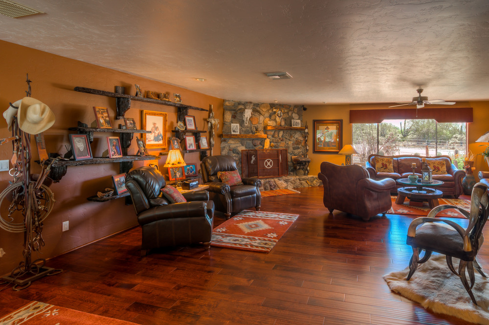 16 Living Room photo g.jpg