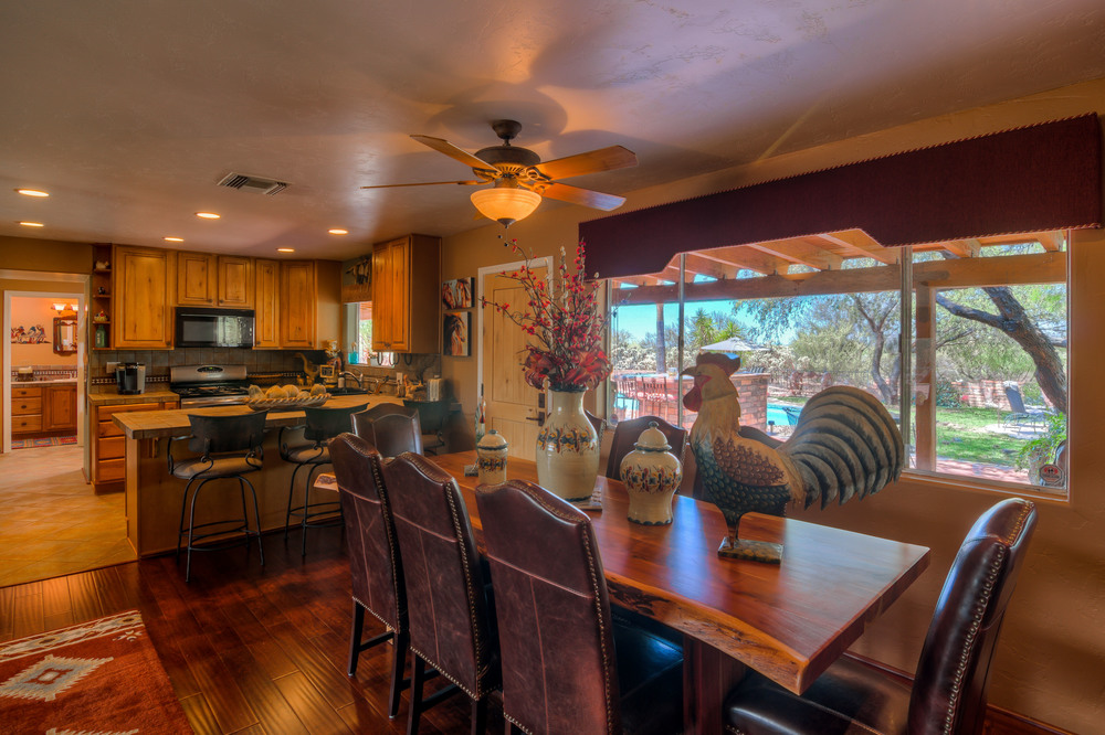 23 Dining Room photo a.jpg