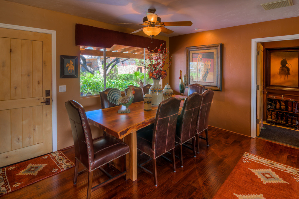 24 Dining Room photo b.jpg