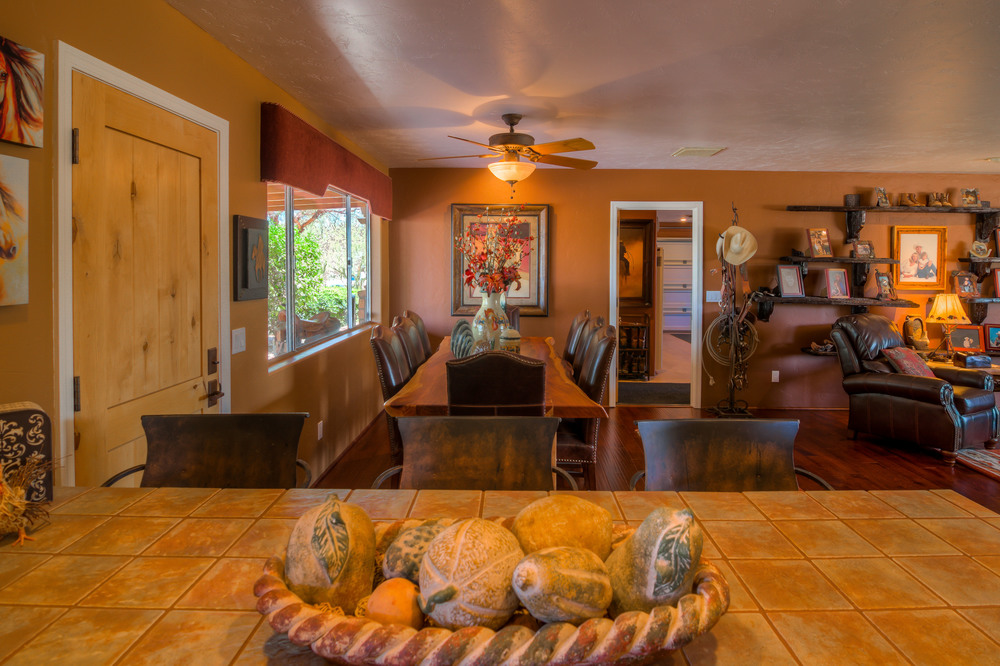 25 Dining Room photo c.jpg