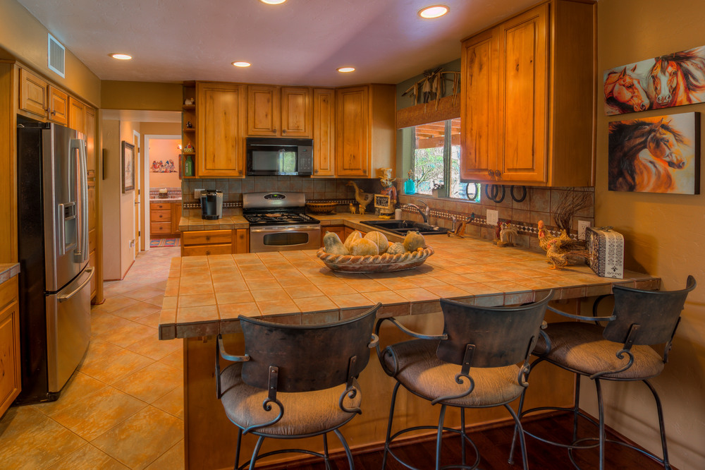 26 Kitchen photo a.jpg