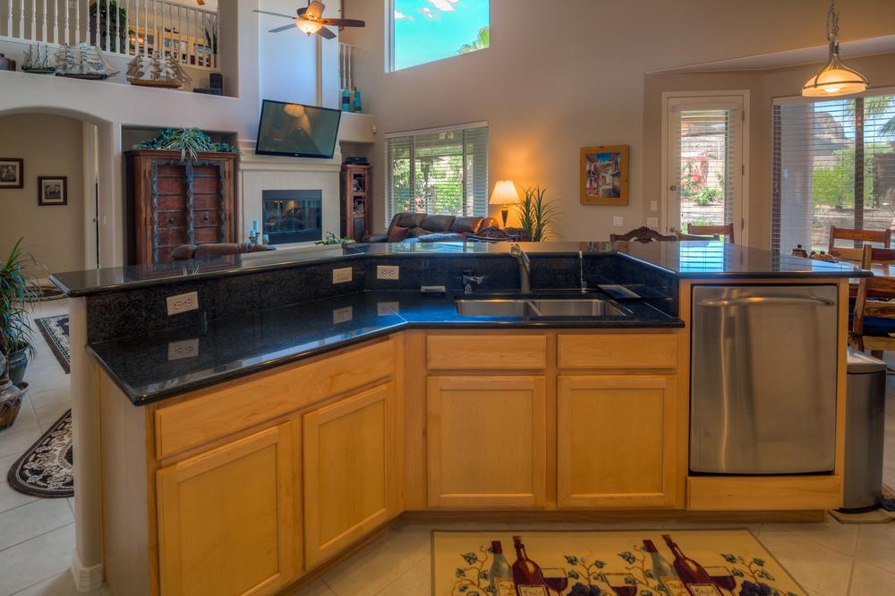 16 Kitchen photo b.jpg