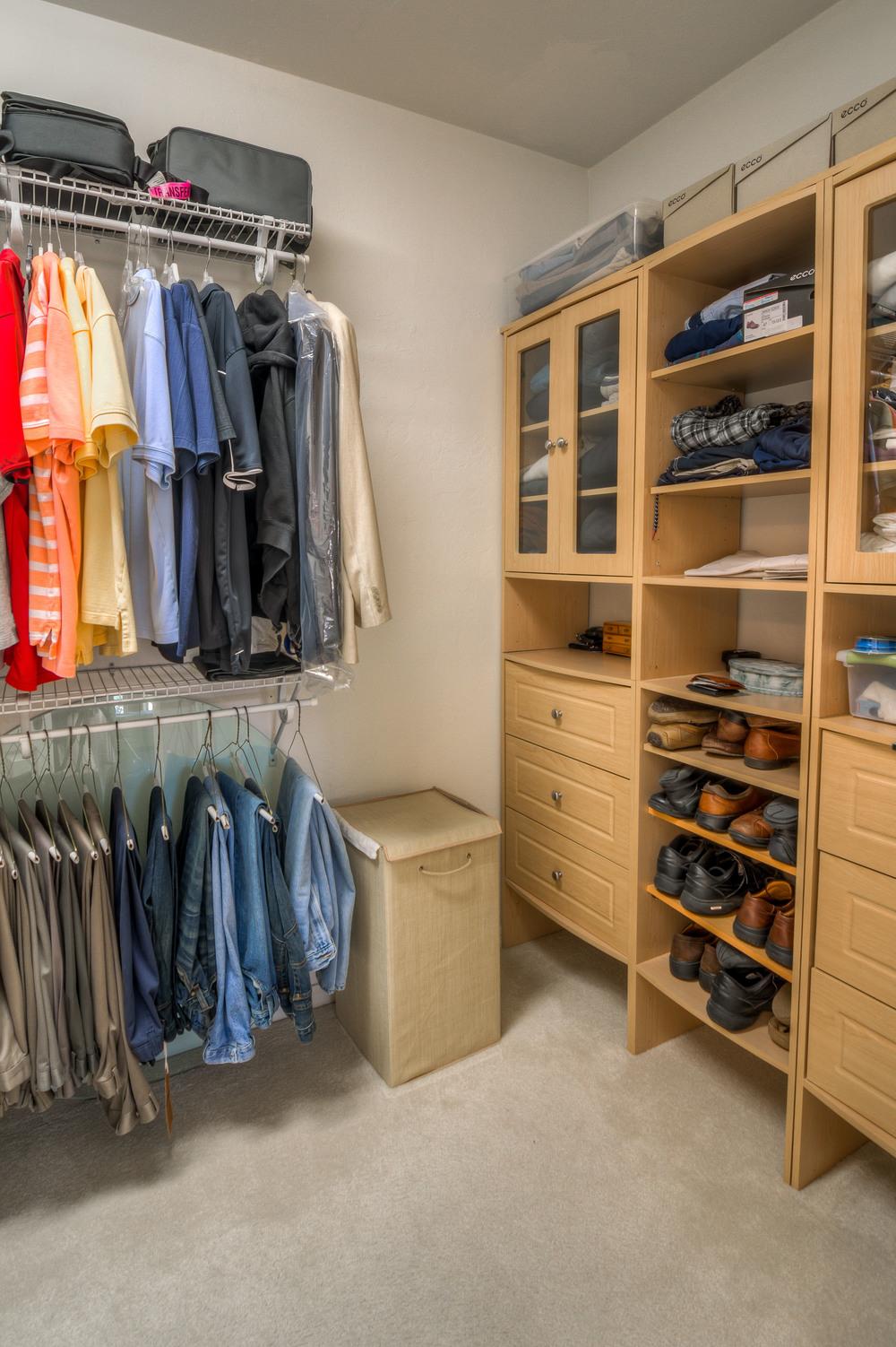 28 Master Closet photo a.jpg