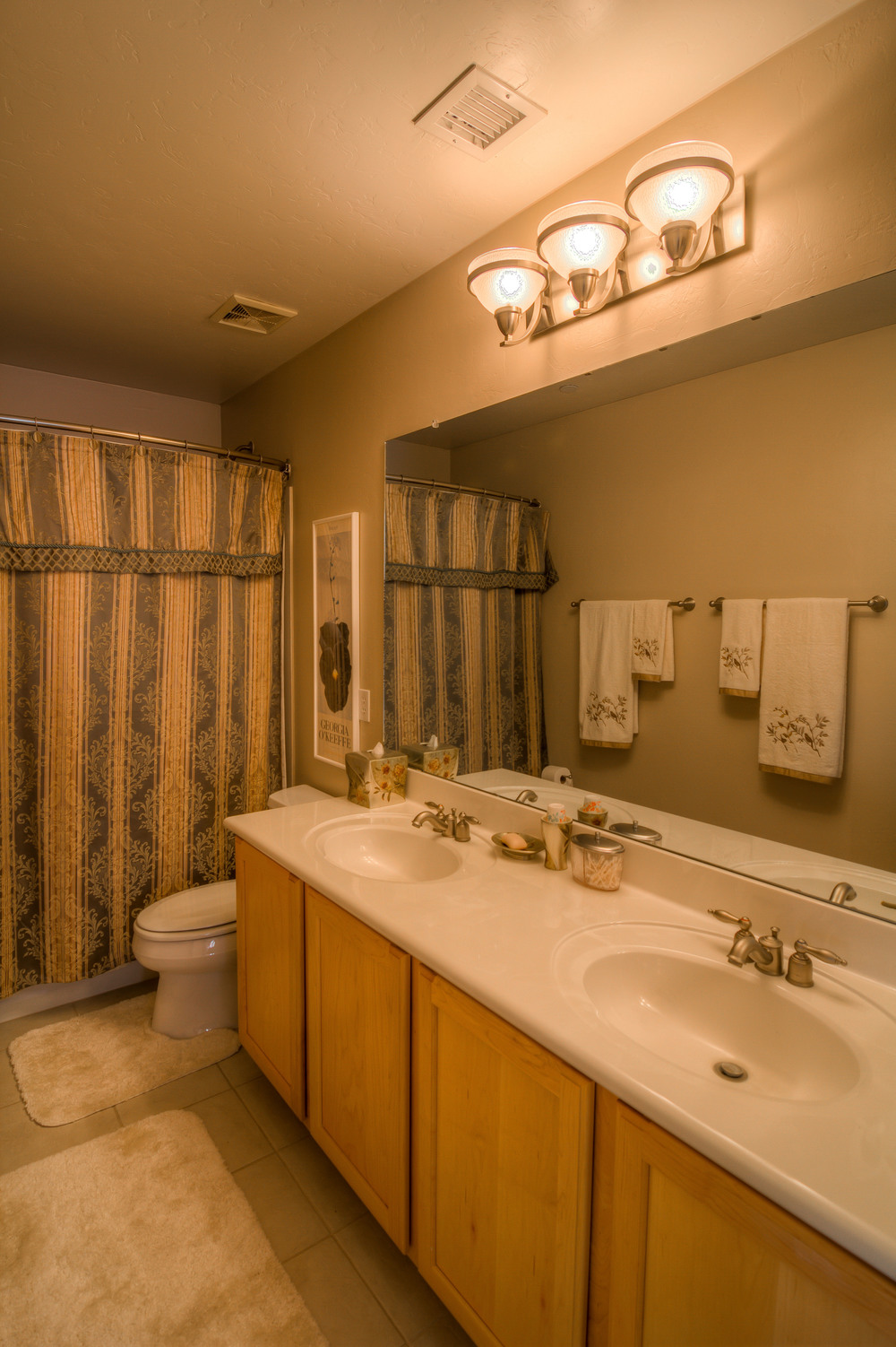 42 Upstaris Bathroom .jpg