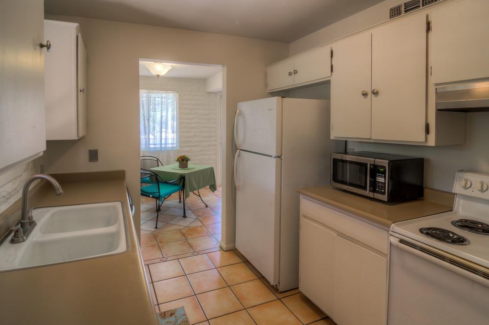 13 Kitchen photo b.jpg