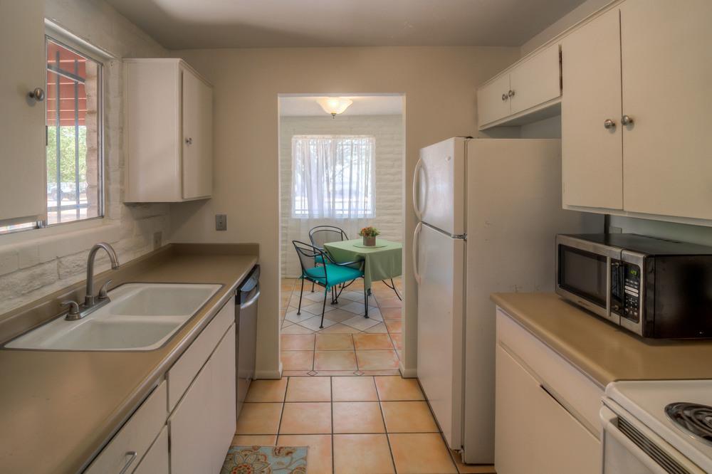 17 Kitchen photo d.jpg
