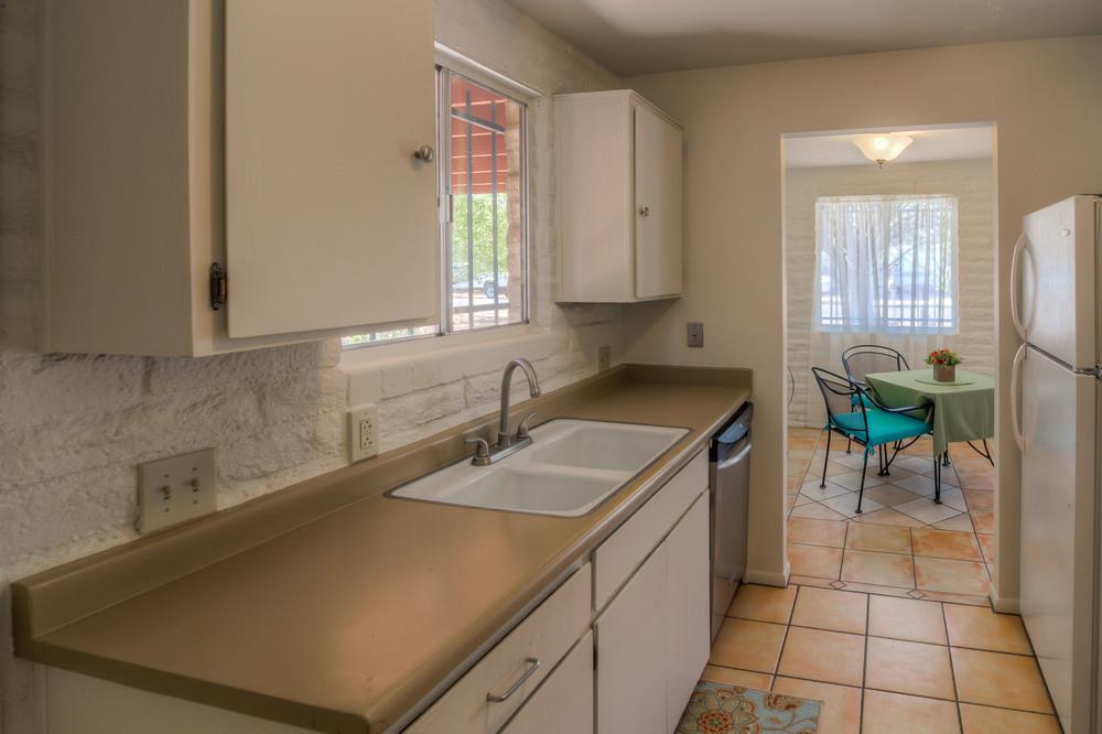 18 Kitchen photo e.jpg