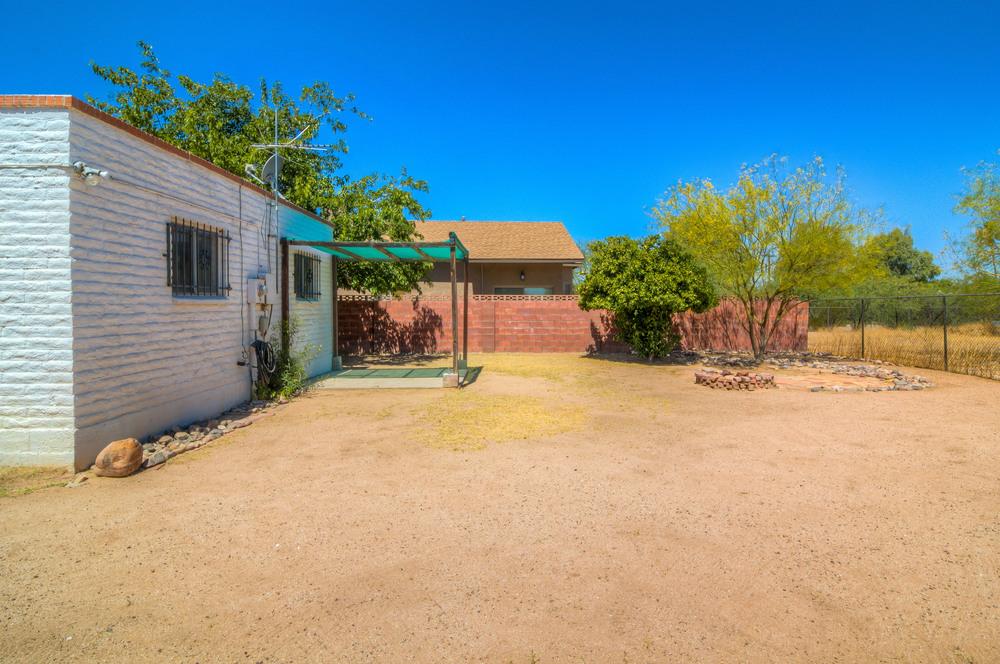 30 Backyard photo a.jpg