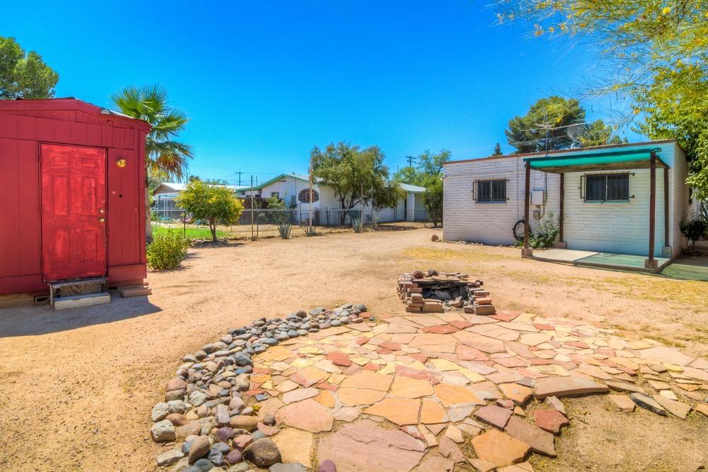 33 Backyard photo d.jpg