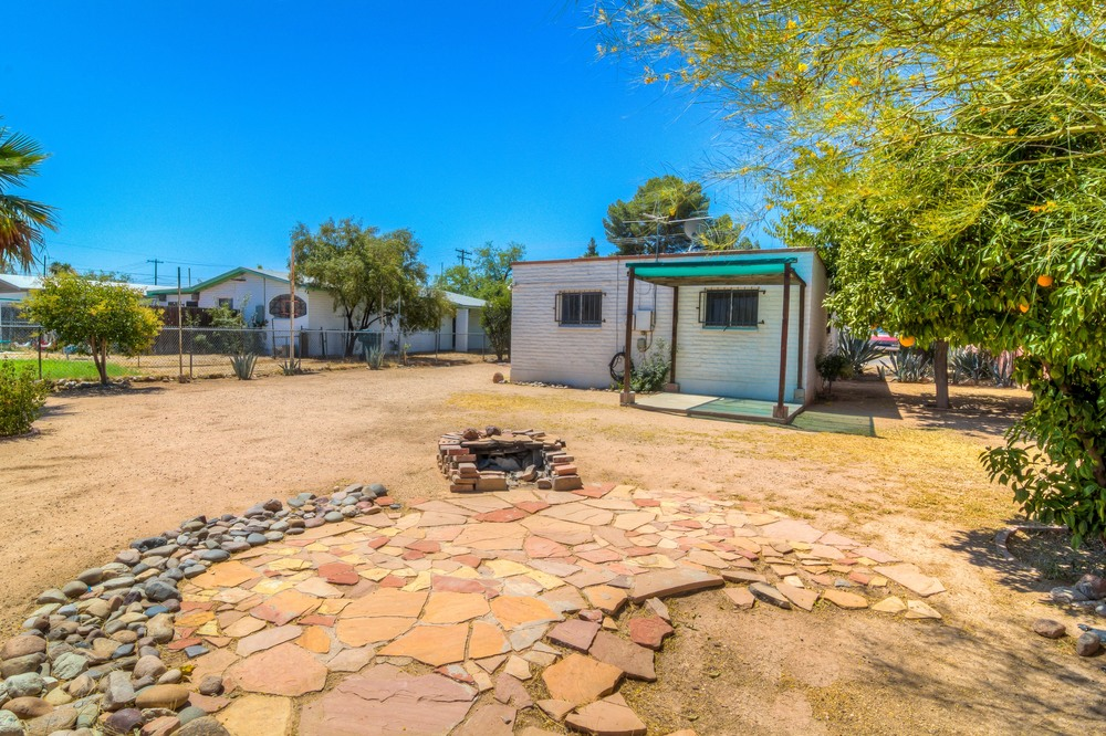 34 Backyard photo e.jpg
