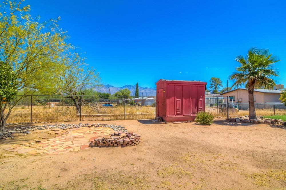 37 Backyard photo h.jpg
