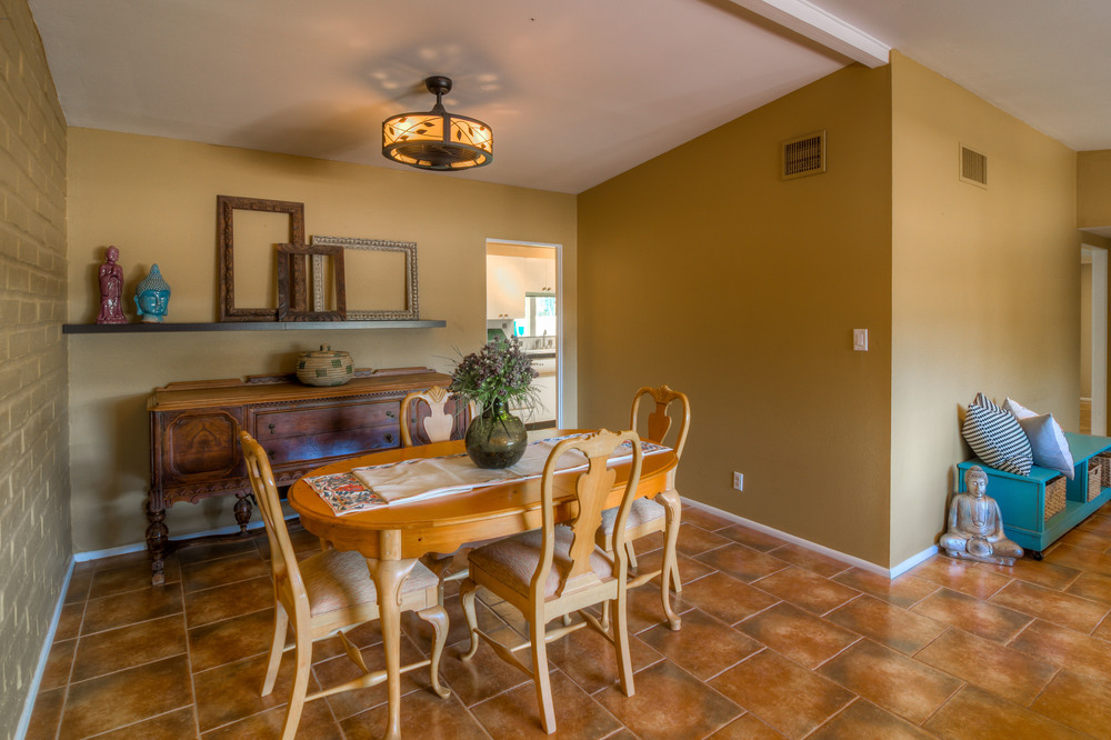 11 Dining Room photo a.jpg