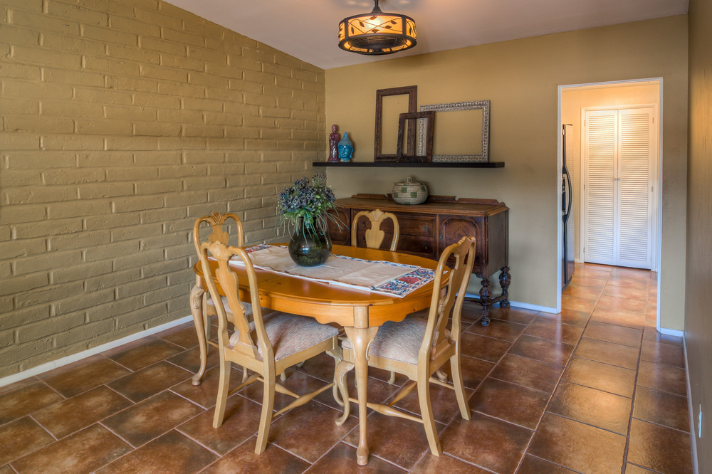 12 Dining Room photo b.jpg