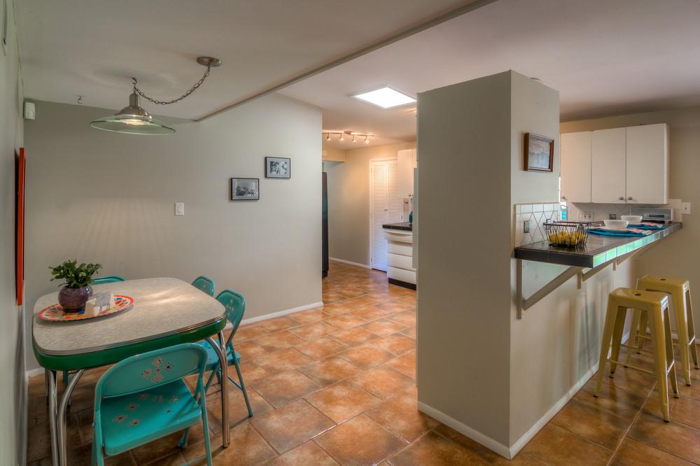 18 Kitchen photo d.jpg