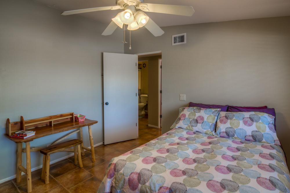 32 Bedroom 1 photo c.jpg