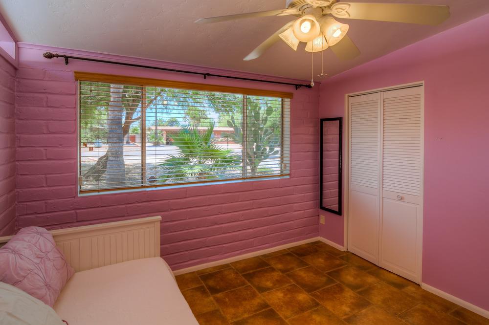 36 Bedroom 2 photo d.jpg